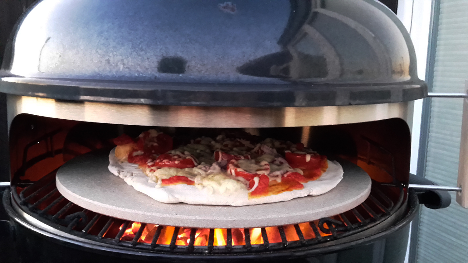 Weber Elektrogrill Pizza Backen : Pizzaring für den kugelgrill im test grill blog